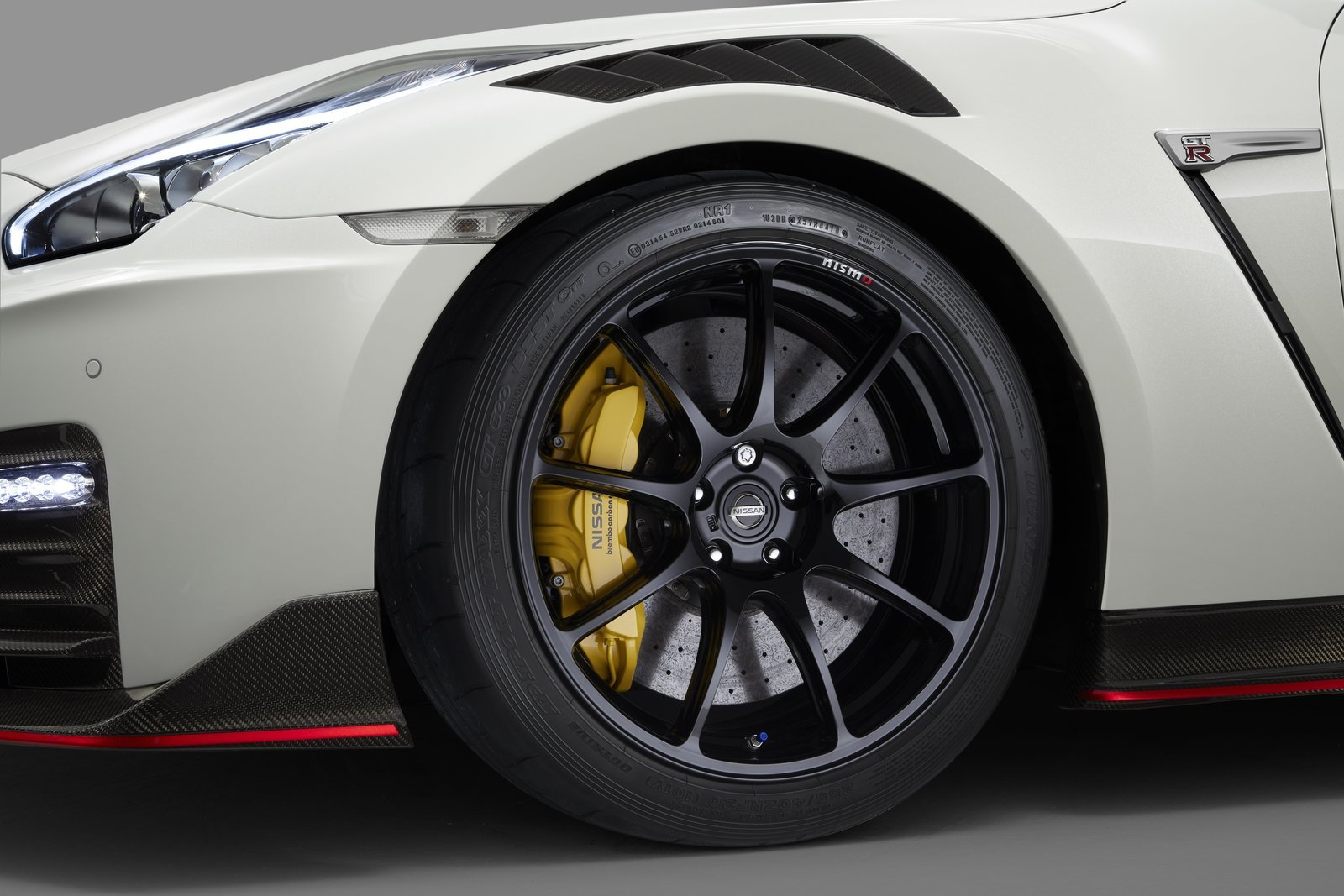 2020 Nissan GT-R Nismo Tires
