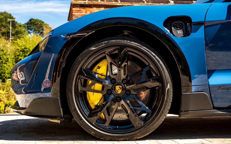 2021 Porsche Taycan 4 Cross Turismo brakes