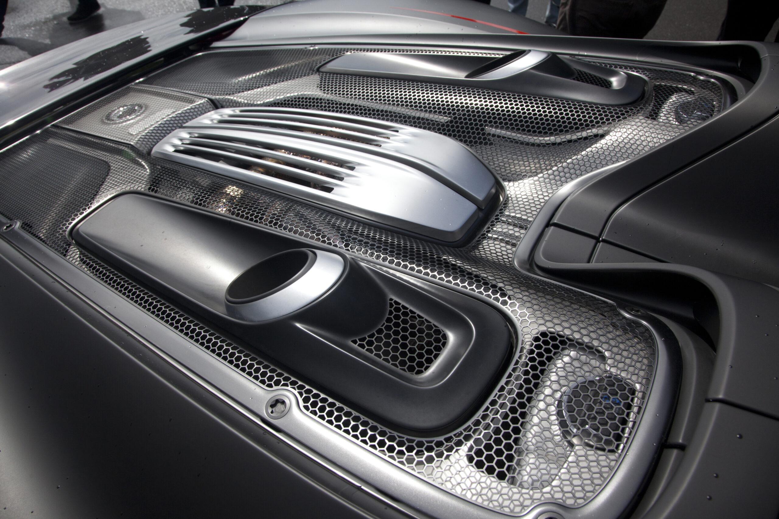 Porsche 918 Spyder engine and engine cover