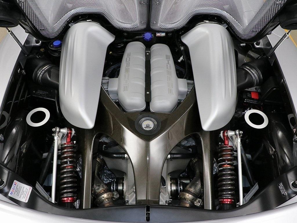Porsche Carrera GT 5.7L V10 (980/01) Engine