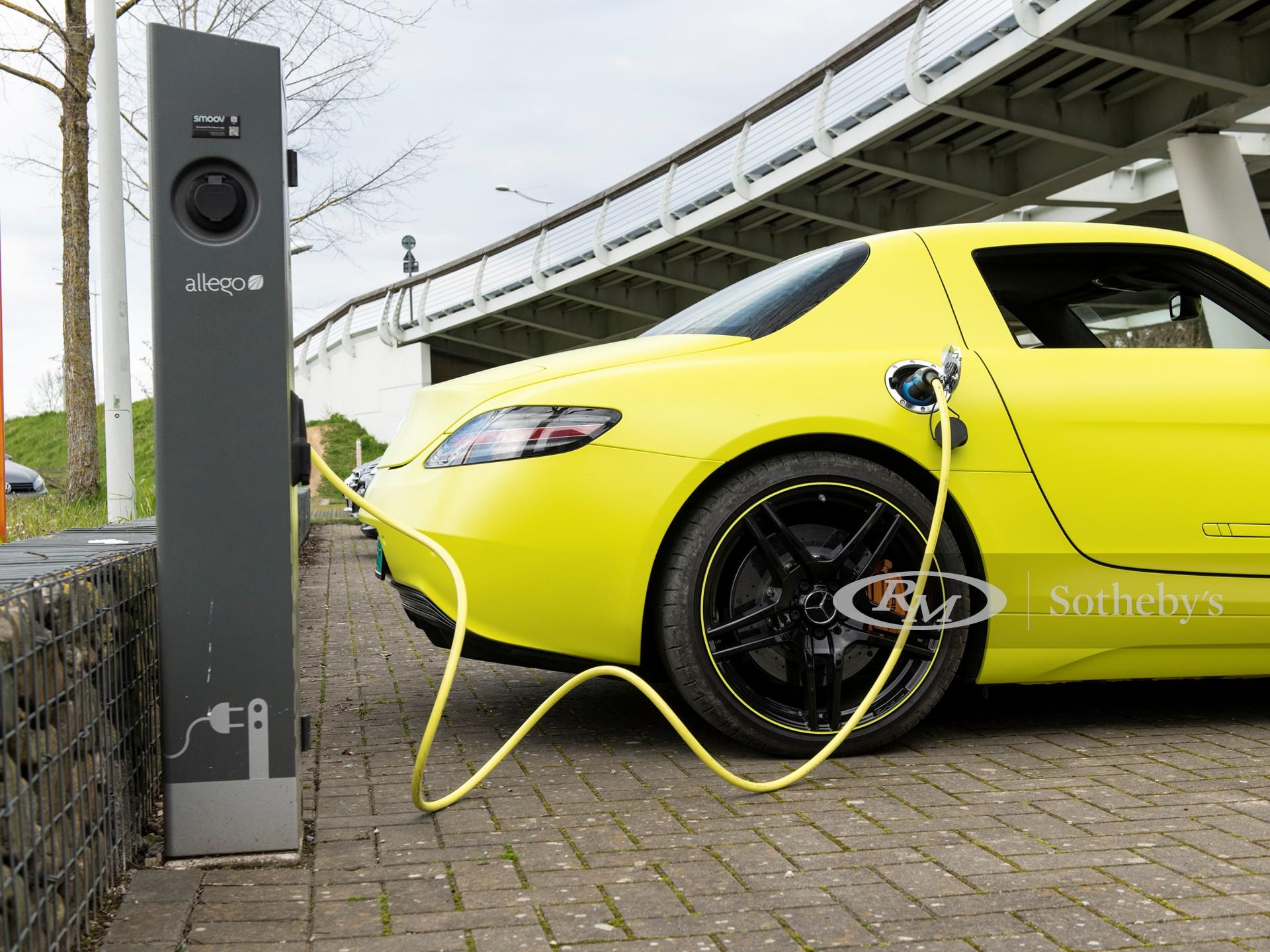 2013 Mercedes-Benz SLS AMG Electric Drive Charging
