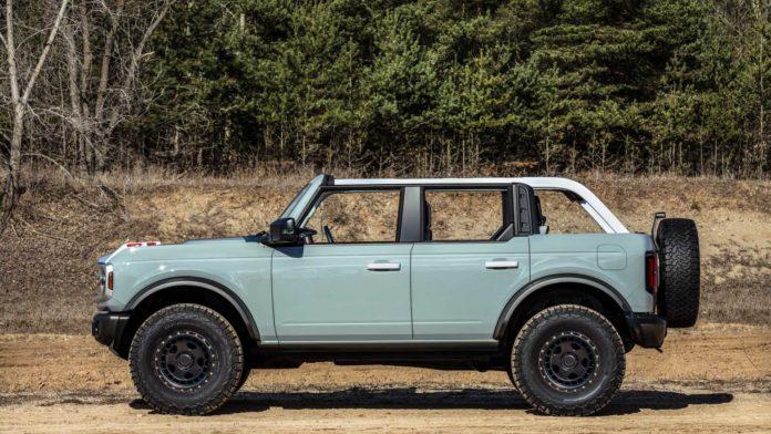 2021 Ford Bronco 4 door Side