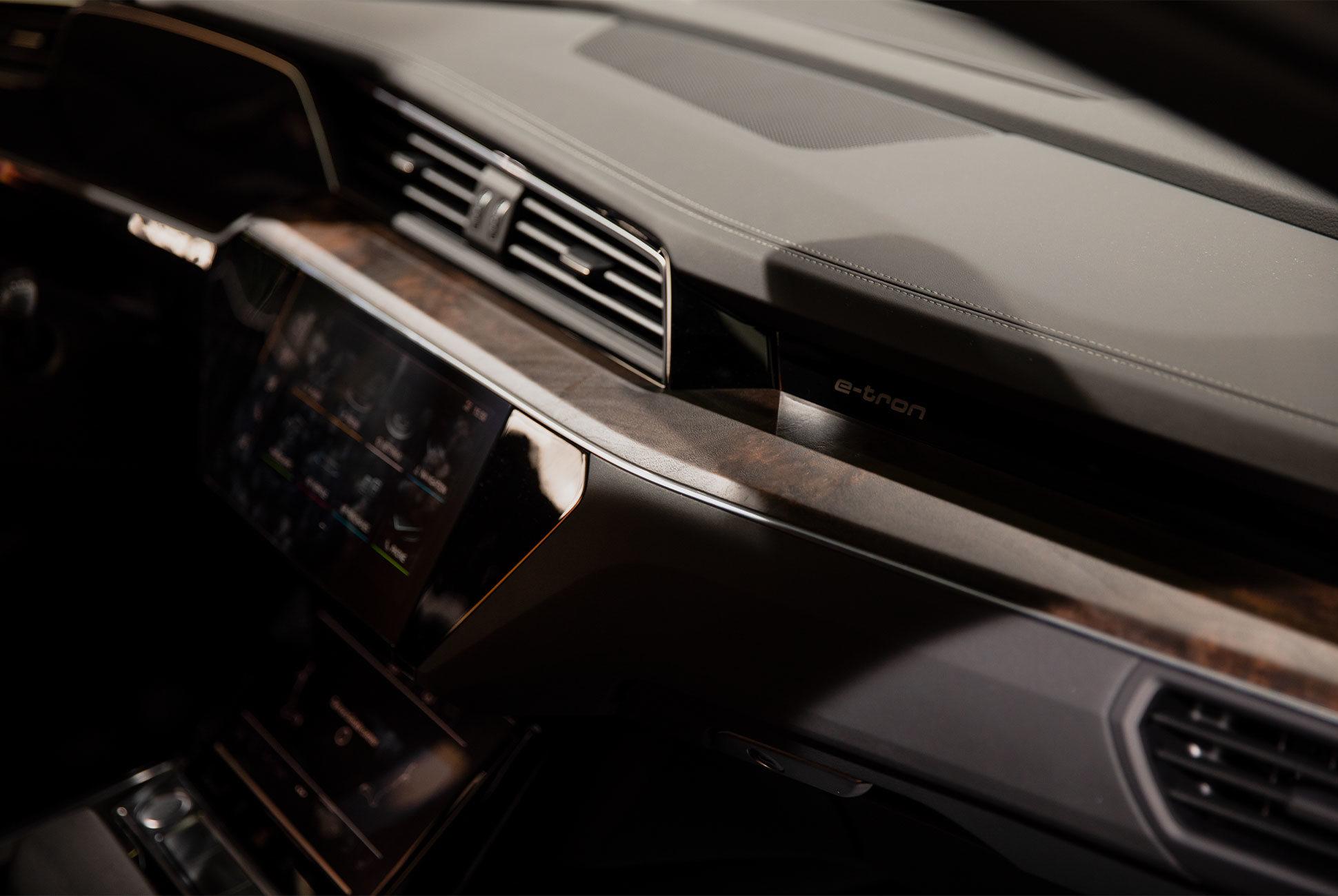 NYIAS-Details-Gear-Patrol-E-Tron-Slide-2