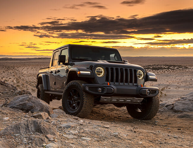 Jeep's Badass New Gladiator Wants to Destroy the Ford Raptor