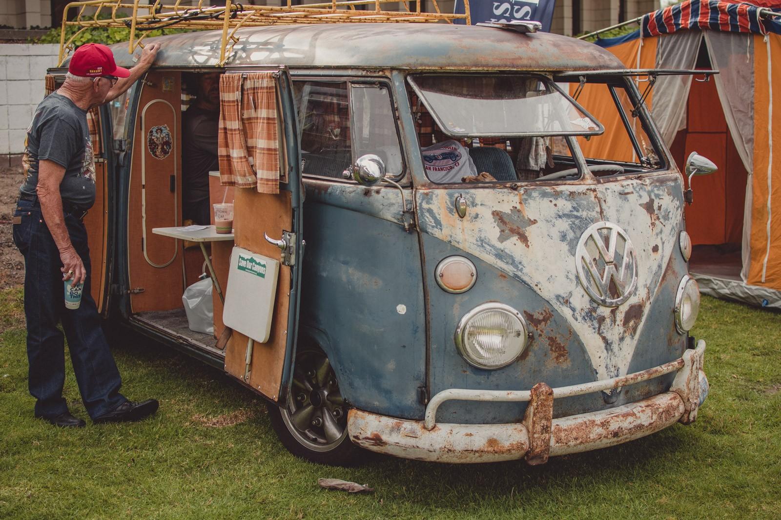 A rusty old VW Kombi